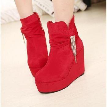 Зимняя обувь красного цвета