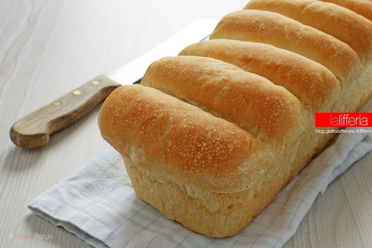 Il pan bauletto soffice con water roux è un pane in cassetta morbidissimo, preparato con un metodo particolare che assicura un'ottima durata e conservazione