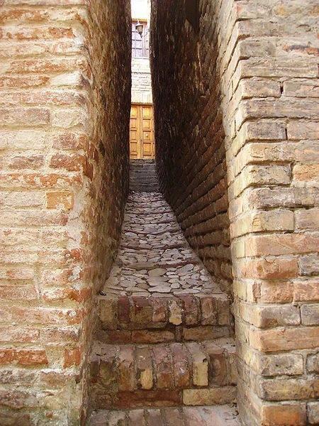 Il vicolo più stretto d'Italia è nelle Marche, a Ripatransone (AP)