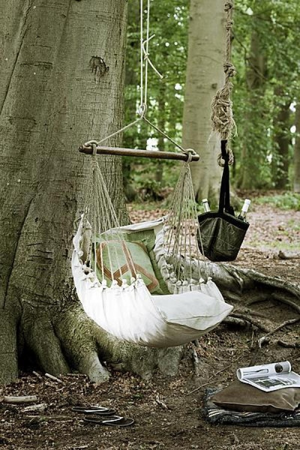Make a comfortable swing with pillows
