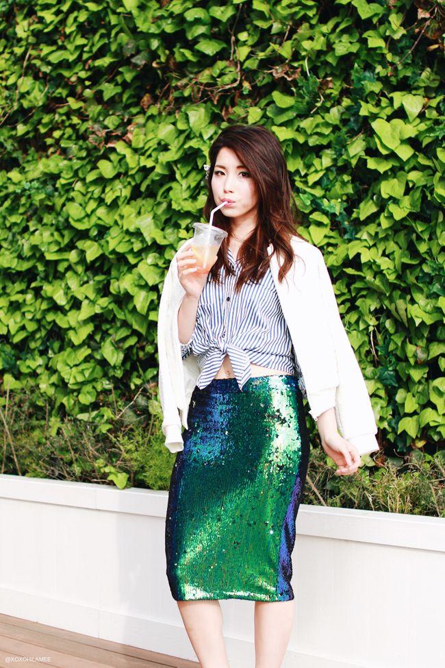 OOTD | ストライプシャツとスパンコールスカートで海辺のカジュアルシックコーデ - Fashion Blogger xoxoHilamee | 日本人ファッションブロガー #streetstyle #Japanesefashion #blogger #ootd #outfit #xoxoHilamee #MizuhoK #ストリートスナップ #コーデ #ファッションブロガー #コーディネート #ファッション #スパンコールスカート #裾絞り #カジュアルシック