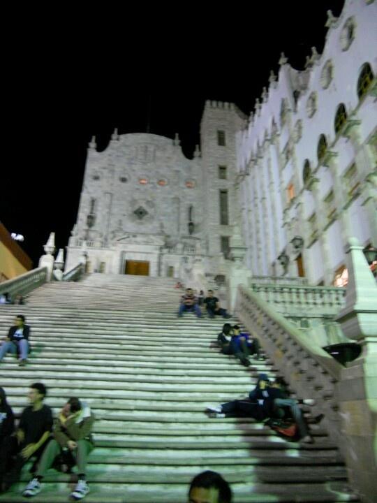 Escaleras.  Universidad de Guanajuato.  Guanajuato, México