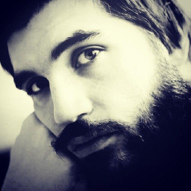 © Mona Perises / 2014 / Είμαι ο μικρός - μεγάλος Χουσεΐν, ένας καθεαυτού Πέρσης, δεν είμαι υποκριτής, ούτε κι ιμιτασιόν, είμαι Πέρσης με τη βαθιά έννοια, του ''ΠΕΡΣΗ''. Θεέ μου σ' ευχαριστώ, είμαι μαζί σου, είμαι έτσι όπως με θες εσύ, μονομάχος στην αρένα τη δική σου, είμαι εδώ και θα είμαι δικός σου για πάντα, είμαι ο Χουσεΐν σου, σ' αγαπώ Θεέ μου, σ΄αγαπώ πολύ!