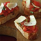 Een heerlijk recept: Bruschetta met tomaten basilicum en Parmezaanse kaas