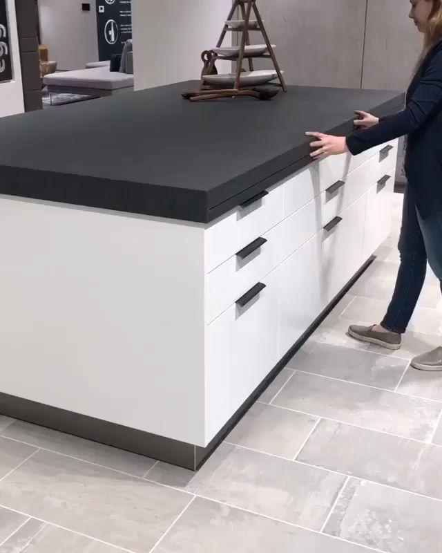 Sliding kitchen island worktop