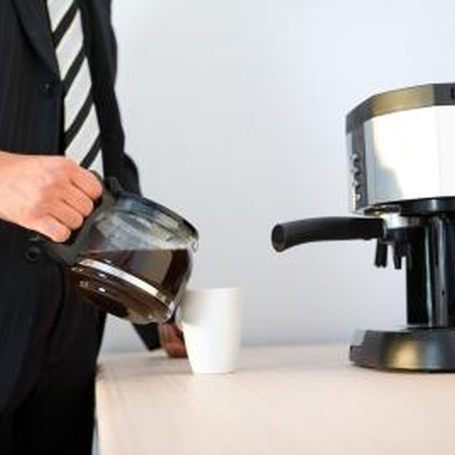 Bunn Coffee Maker Cleaner : 25+ Best Ideas about Bunn Coffee Makers on Pinterest Bunn coffee, Coffe bar and Kitchen coffee ...