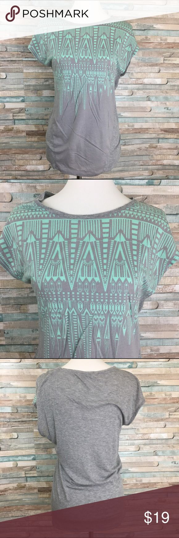 CABI women's Aztec knit top S Grey and turquoise cabi t shirt has an oversized flowy fit in good used condition from a smoke free home size small CAbi Tops Tees - Short Sleeve