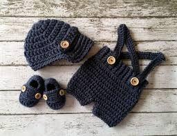 Resultado de imagen para conjuntos de pantalon y saco en crochet para bebe estilo converse