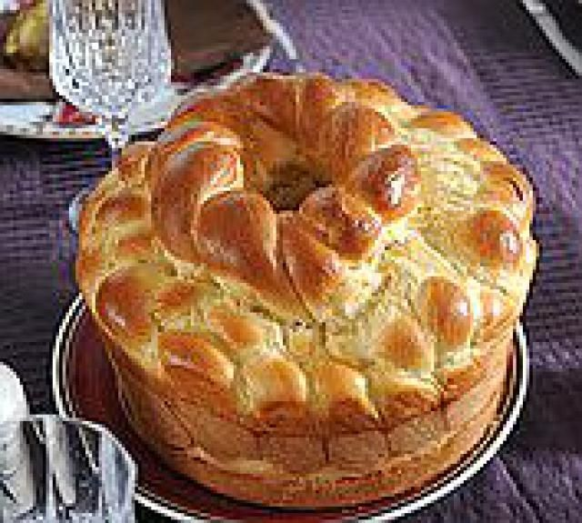 14 Tasty Eastern European Bread Recipes for Easter: Slovak Easter Bread Recipe - Paska