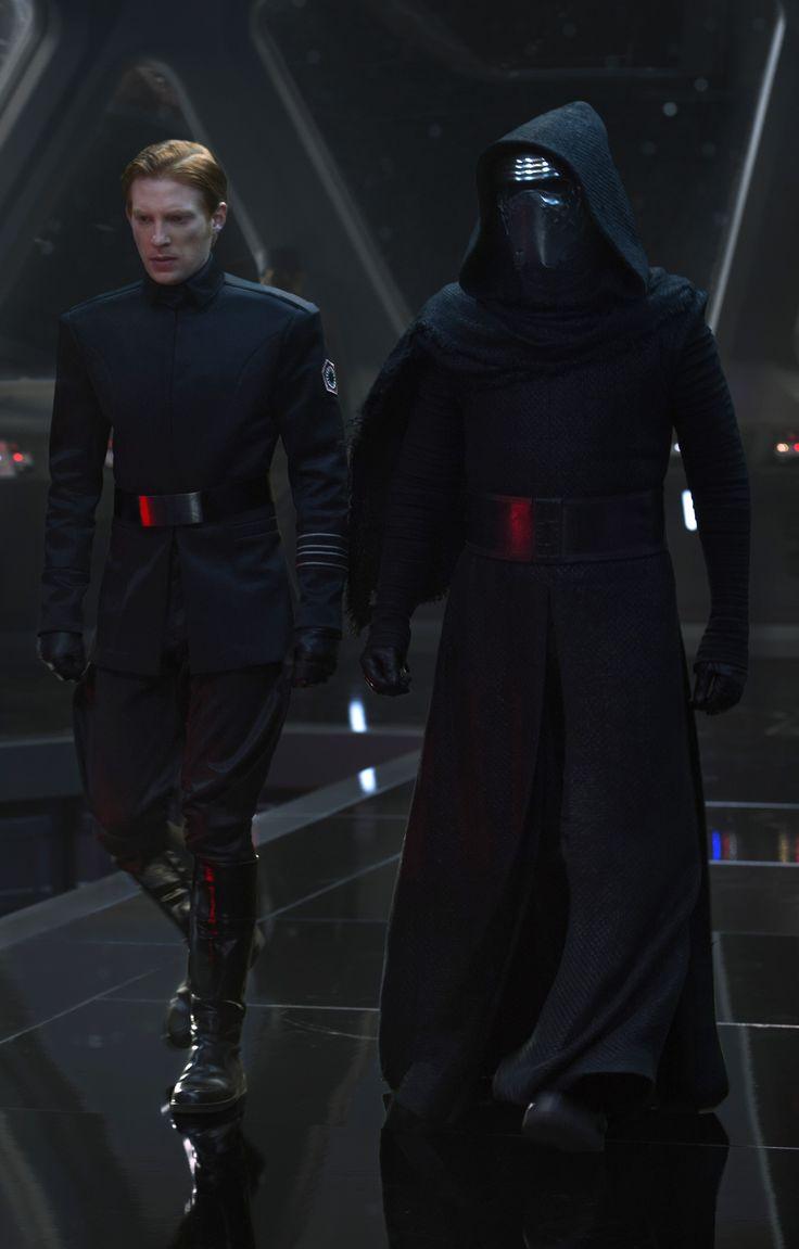 Domhnall Gleeson (Général Hux) & Adam Driver (Kylo Ren) - BN