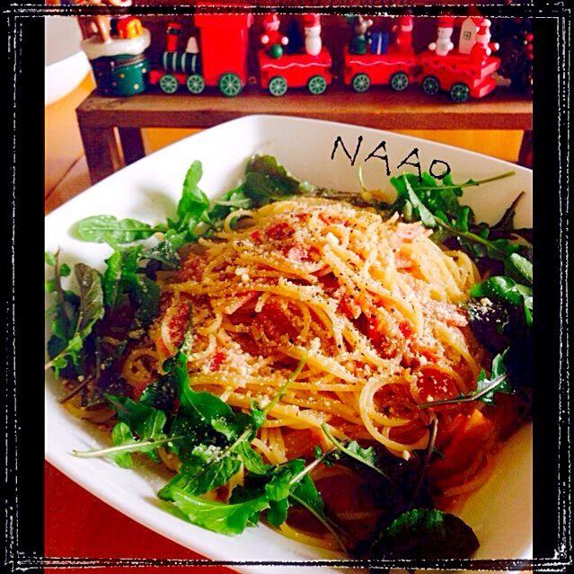 ♥️今日のお昼ご飯に和風パスタとバジルのパスタ2種類作りました! ニンニクたっぷり、プチトマトも入れました。 和風を3人前、バジルが一人前〜♥️ 4人でそれぞれ、好きに取って食べました - 145件のもぐもぐ - ♥️ベーコンとルッコラの和風パスタ by naohayuka224