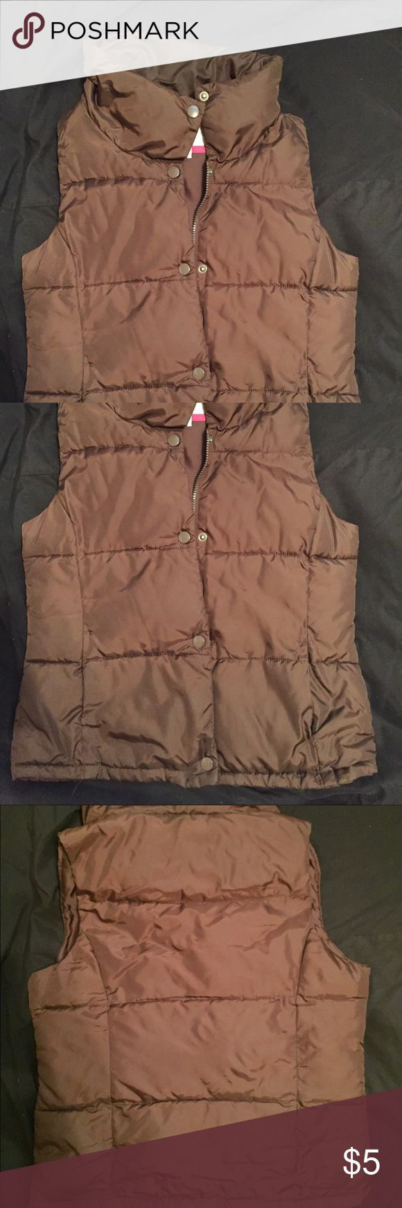 Brown Old Navy Vest Brown Old Navy Vest. Zippers and buttons in the front. Has pockets. Lined and very warm. In good condition. Old Navy Jackets & Coats Vests