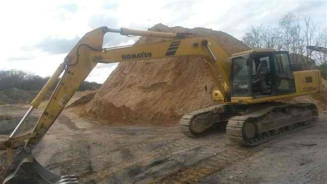 Good price Excavator Komatsu PC 290 NLC-6 Second Hand. Manufacture year: 2003. Excellent running condition. Air Conditioning.  The machine is very neat. Ask us for price. Reference Number: AC3661. Baurent Romania.