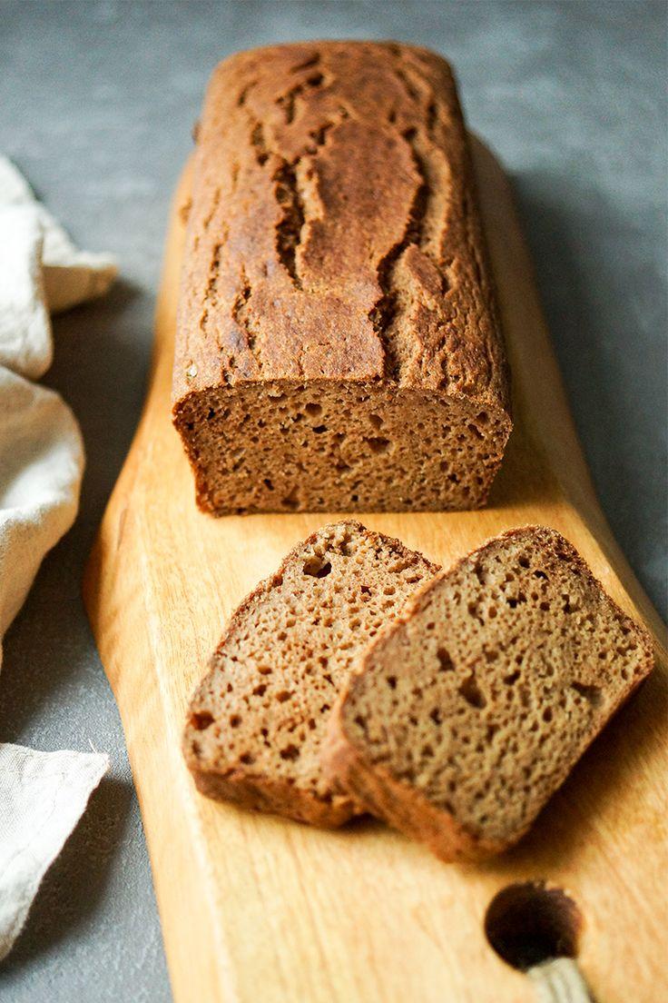 Ein einfaches, schnelles glutenfreies Rezept für ein Apfel Kardamom Brot Rezept. Ein Rezept für ein perfektes Kaffee- oder Teegebäck. Das Apfel Kardamom Brot ist irgendwo zwischen Kuchen und Brot anzusiedeln. Es ist einfach zu backen und hat durch das Kardamom eine exotische Aromanote. Ein gesunder und glutenfreier Snack, der auch zum Frühstück passt. Aus Buchweizenmehl und Apfelmark (Apfelmus) - Glutenfrei, Vegetarisch. Ohne Industriezucker. Einfache Gesunde Zezepte - Elle Republic