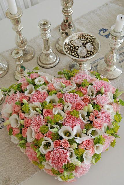 Hart van oase gevuld met verse bloemen
