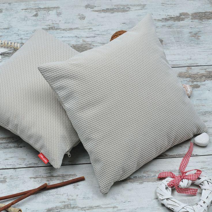 Poduszki dekoracyjne #PillowsGallery Szara w pepitkę