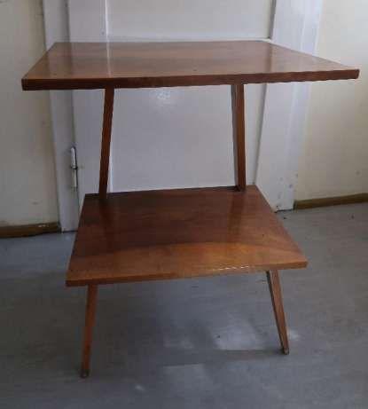 145 zł: sprzedam drewniany stolik z obrotowym blatem,  lata 70-te, rzadko spotykany,  wymiary stolika : część górna: 62 cm x 50 cm część dolna: 53 cm x 38 cm wysokość: 75 cm   Odbiór wyłącznie osobist...
