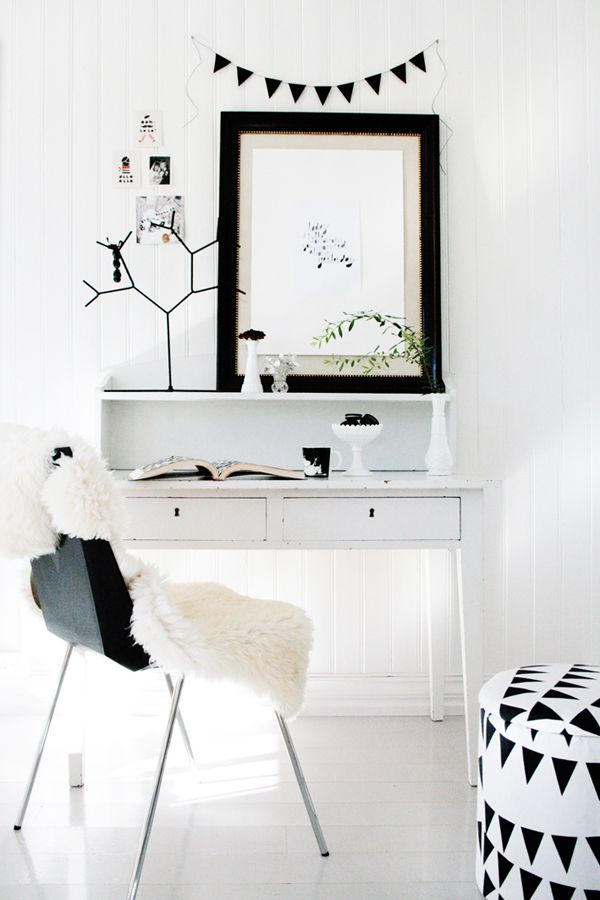 Black and white office nook
