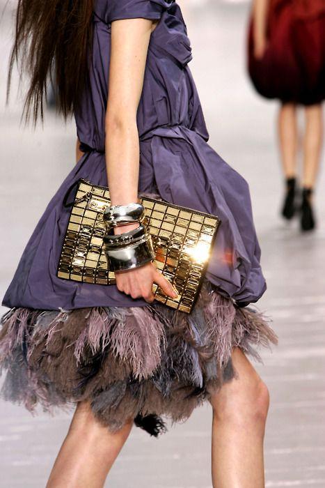 Louis Vuitton: Louisvuitton, Women Fashion, Fashion Clothing, Gold Clutches, Clutches Bags, Louis Vuitton Handbags, The Dresses, Louis Vuitton Bags, Coach Gifts