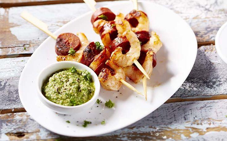Découvrez les recettes Cooking Chef et partagez vos astuces et idées avec le Club pour profiter de vos avantages. https://www.cooking-chef.fr/espace-recettes/soupes-salades-et-entrees/brochette-chorizo-crevettes-a-la-sauce-verte