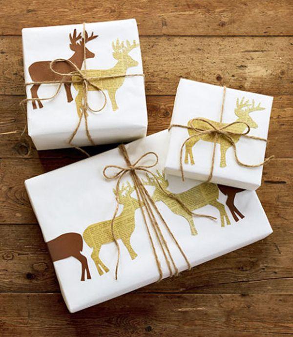 #DIY: #kerstcadeau #inpakken. Pak je #cadeau in met wit #papier. Knip #rendieren…