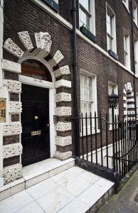 The Serviced Apartments in Mayfair are located in the London city which provides ultimate luxury with good standard facilities and ultimate services.