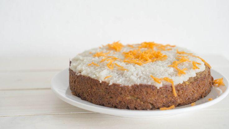 Würzig und süß zugleich, dieser ⁕Paleo Karottenkuchen⁕ ist toll für besondere Anlässe, die Zitronencreme schafft den perfekten Ausgleich zum nussigen Kuchen!