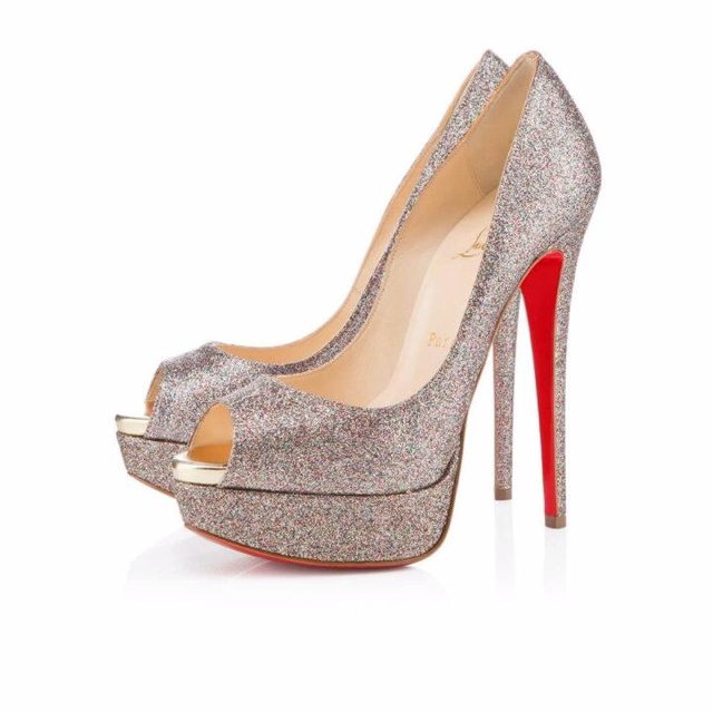 I will have a pair of Louboutins before I die!!! I swear it :)