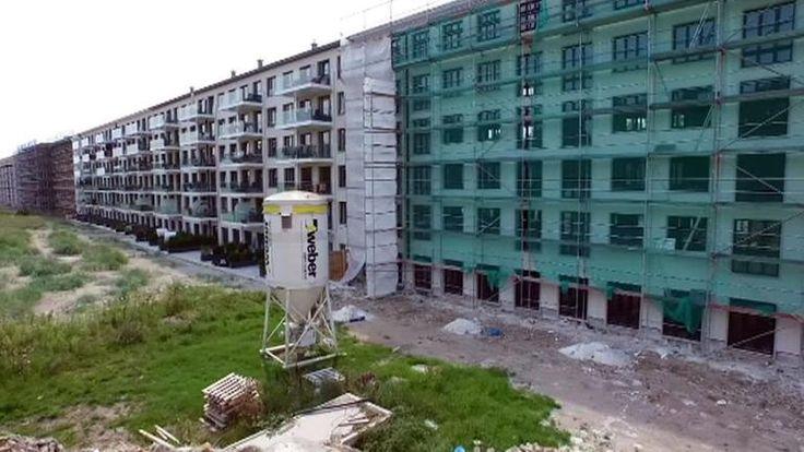 """Der letzte Block des Nazi-Baus """"Koloss von Prora"""" soll an private Investoren verkauft werden. Derzeit entstehen dort mehr als 1000 Ferien- und Eigentumswohnungen."""