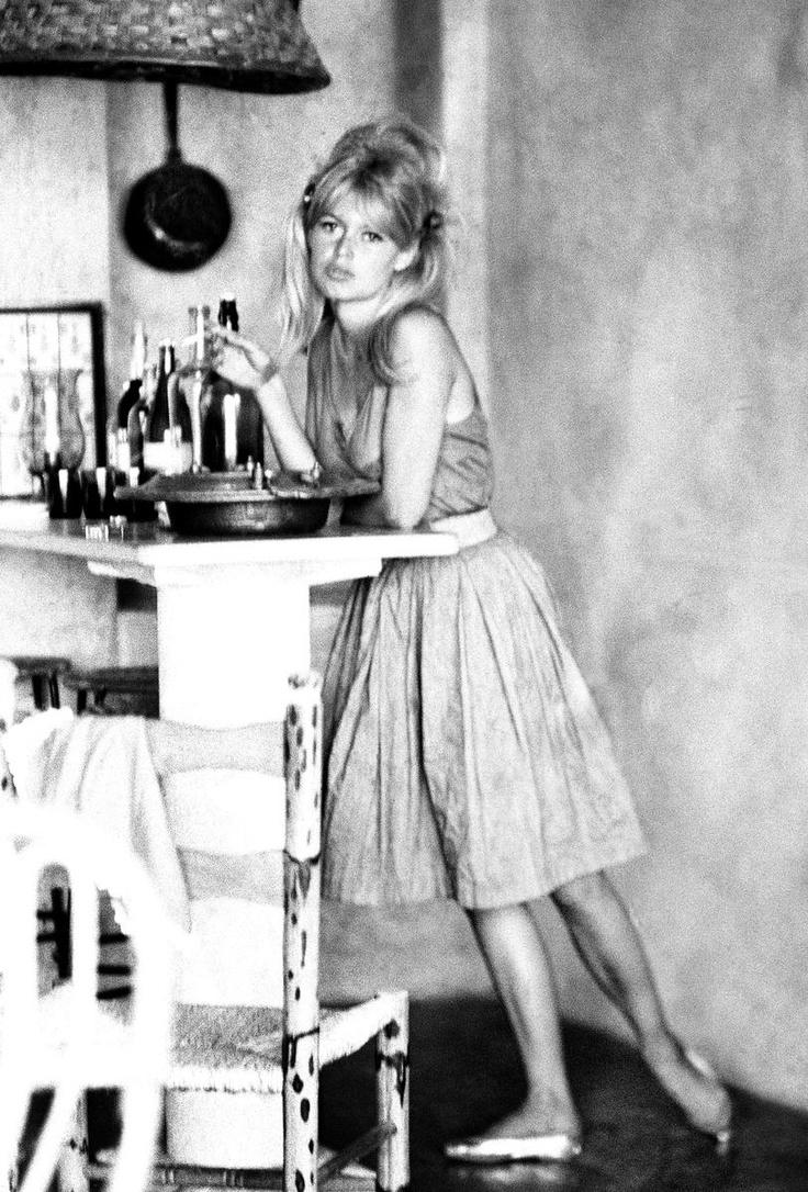 ロリータ動画像 アウト 危険 The Brigitte Bardot Look Book