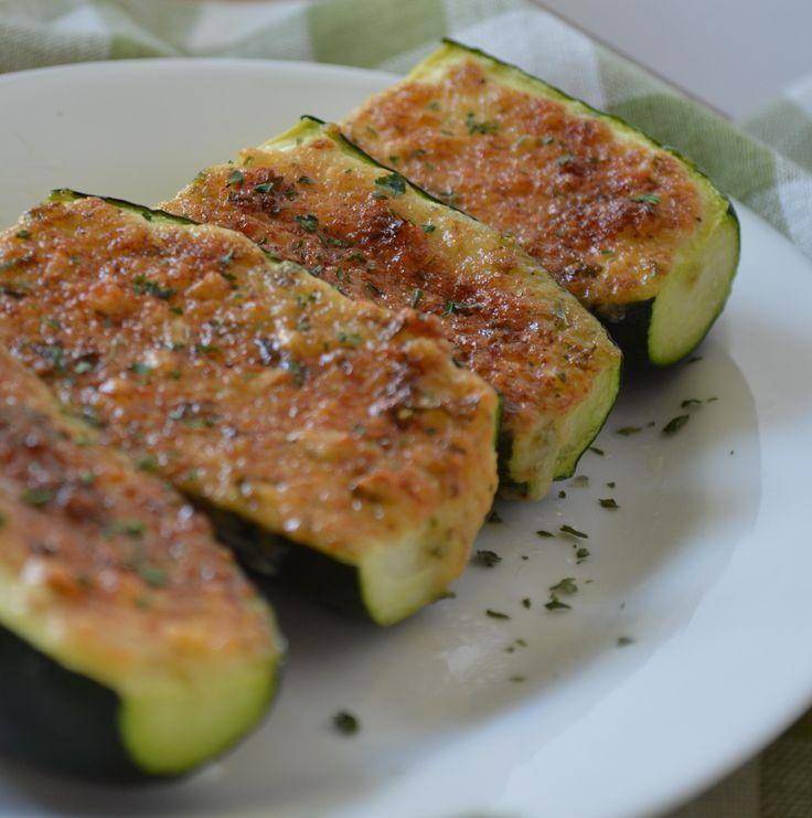 Gegrilde courgette met knoflook en Parmezaanse kaas @ http://allrecipes.nl