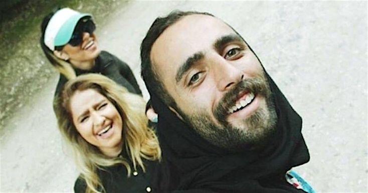 En Iran, les femmes sont obligées de couvrir leurs cheveux avec un hijab. Certains hommes ont donc décidé de les soutenir en…