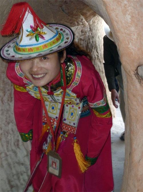 Yugu Guide at Mati Si 马蹄寺 Horse Hoof Monastery.Horses Hoof, 马蹄寺 Horses, Hors Hoof