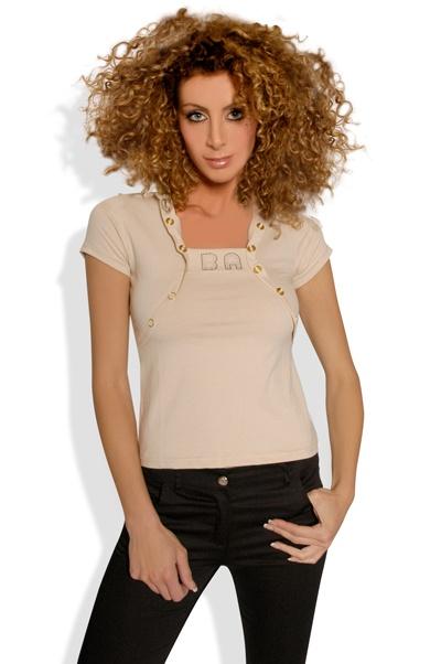 Abbigliamento da Donna  http://www.abbigliamentodadonna.it/polo-donna-cotone-p-495.html  Cod.Art.000601 - Polo da donna in cotone elasticizzato, modello a manica corta impreziosito da brillantini stile swarovski.
