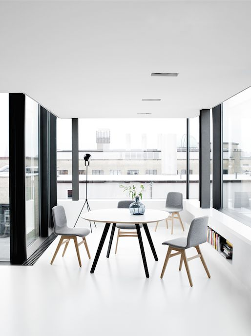 Wembley Dining Table and London  Chairs–– *All dining tables are available in different materials and combinations.  http://www.boconcept.com/en-nz/