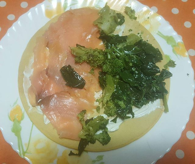 Stasera mostro la farcitura della mia piadina(farina di farro e d'avena). Salmone affumicato, formaggio magro e broccoli. Buona cena, buon sabato a tutti😊 #flexibledieting #nutrition #diet #wellness #stareinforma #starbene #gofit #fitgirl #fitnessmotivation #tastyfood #tasty #yumm #gnammy #foodpics #food #likeitup #like4follow #like4like #likesforlikes #followforfollow #followme #l4l  Yummery - best recipes. Follow Us! #tastyfood