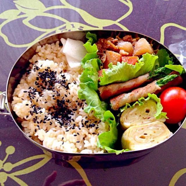 ・肉じゃが ・アスパラベーコン ・卵焼き ・ミニトマト ・大根の浅漬け ・玄米ご飯 - 17件のもぐもぐ - *肉じゃが弁当* by mietter