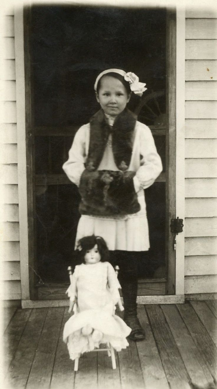 The Old Trunk in the Attic: Friday's Faces from the Past - Ruth's Little Girl