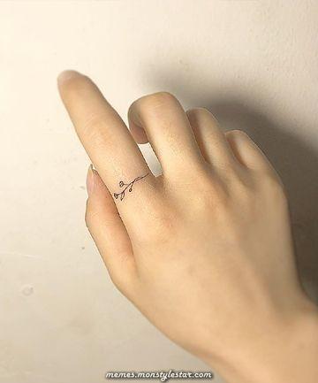pequenas idéias de tatuagem para mulheres – desenhos de tatuagem minúscula que você vai apaixonar … | Tatuagem mulher, Tatuagem minúscula, Tatuagem no dedo