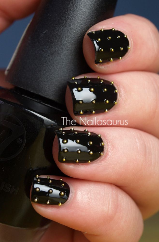 Michael Kors-Inspired DIY Nail Art: Nails Art, Nailart, Rocks Stars, Black Nails, Studs Nails, Nails Polish, Black Gold, Diy Nails, Gold Studs