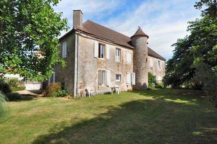 Grande maison de maître avec jardin. 243.800 € Réf.:FG2939  http://www.pleinsudimmo.fr/fr/annonces-immobilieres/offre/gramat/bien/1523448/grande-maison-de-maitre-avec-jardin.html