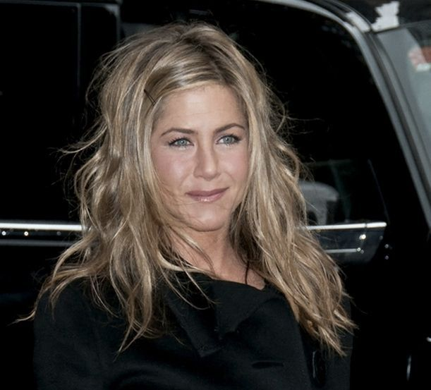 Jennifer Aniston's front-side bobby pin:  Part hair on side then bobby pin #hairstyles #hairstyles #for #work