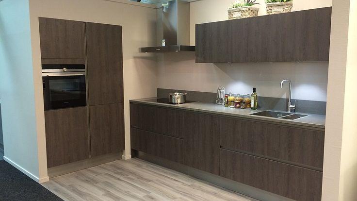 X line 775 eiken sepia rechte keuken met for Keuken met siemens apparatuur