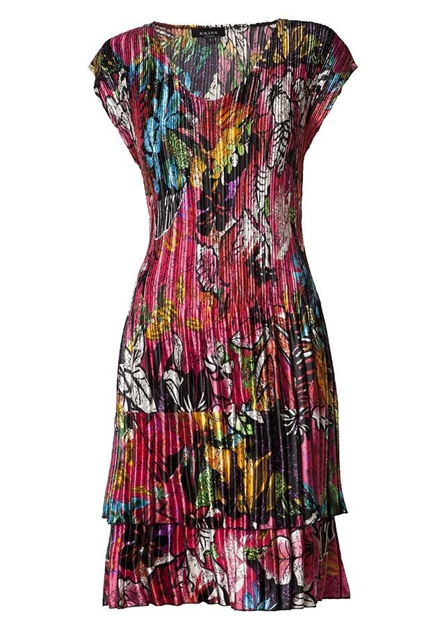 Klänning i smickrande plisserad modell