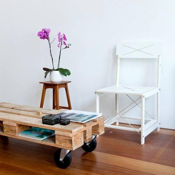 ROUGH CENTER. Pequeñísima mesa de centro, para espacios justos. Medio pallet reciclado, con acabado natural. Sencilla y hermosa.  www.facebook.com/TreebonesPallets   Pedidos ---> treebonespallets@gmail.com