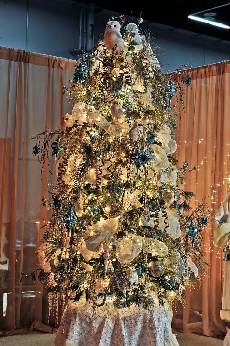 Winter in FlightSponsor: Life Flight Network Decorator: The Urban Realm, Inc., Marlene Buckner, Jennifer Haycox, Lindsay Steele Providence Festival of Trees - Portland