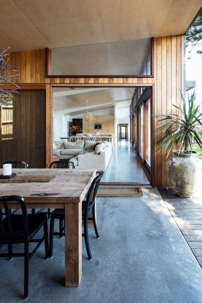 Where the original home on the site faced east–west, architects Claire Lavis and Shane Blue of Bourne Blue Architecture decided to maximise on the natural elements of the location, orienting the new structure north–south.