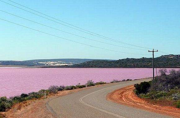 The town of Gregory is located between the ocean and the lake's southern shores. The road between Northampton and Kalbarri, George Grey Drive, runs along its western edge.