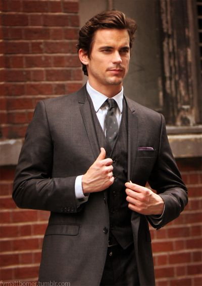 Another lovely suit from the ever-lovely Neal Caffrey (hey, I have no idea if Matt Bomer actually dresses like this, ok)
