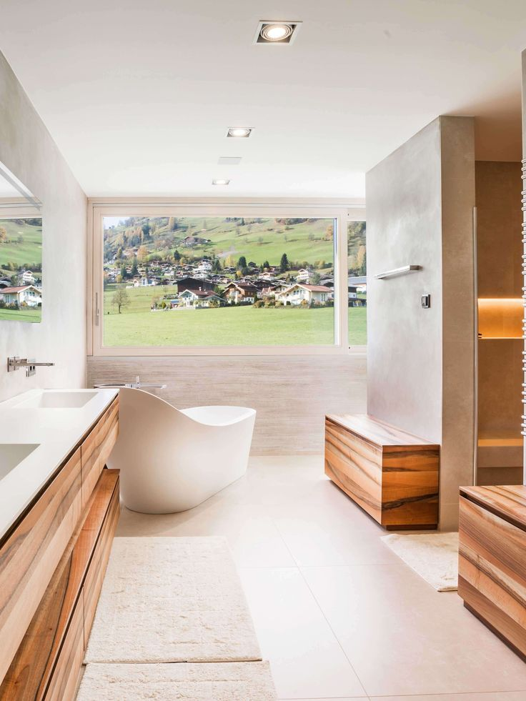 Dieses badezimmer verschmilzt wahrlich mit der traumhaften umgebung der alpen ▫